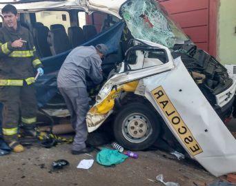 Acidente entre van e ônibus escolar mata uma menina em Itapetininga