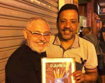 Fernandes e Gesiel autografam  HQ de Djanira em Avaré
