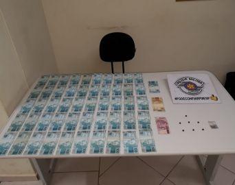 Suspeito de tráfico tenta subornar policiais militares com R$ 5 mil