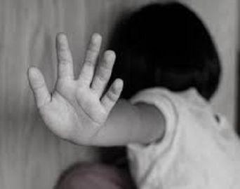 Mãe vê sinais de violência sexual em filha de 2 anos e pai pode ser o abusador