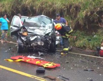 Acidente entre dois carros mata pai, filho de um ano e ex-vereador