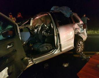 Acidente envolvendo carro, caminhão e ônibus deixa um morto na SP-255