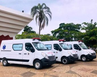 Prefeitura adquire três novas ambulâncias para a saúde