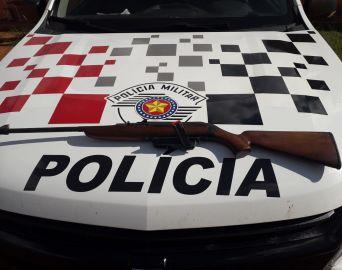 Homem é preso por posse ilegal de arma de fogo e lesão corporal