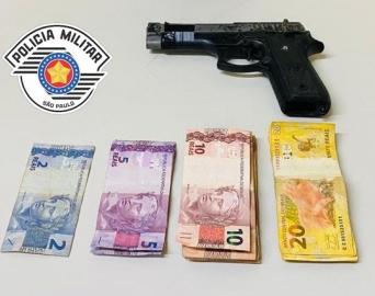 Homem assalta comércio de Avaré com arma falsa e é detido por populares