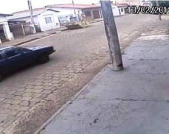 Familiares procuram por motorista que atropelou idosa