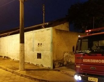 Polícia investigará causas de incêndio em residência