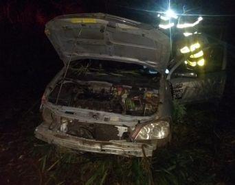Motorista morre após carro que dirigia cair em açude na área rural