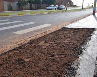 Prefeitura inicia construção de calçada na Avenida Tininho Negrão