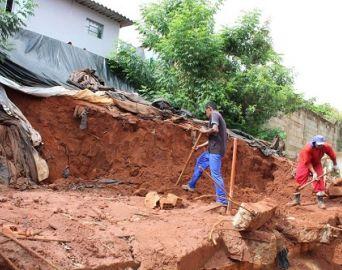Iniciadas as obras dos muros de arrimo no Bairro do Camargo