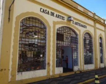 Casa de Artes e Artesanato informa sobre cursos ministrados