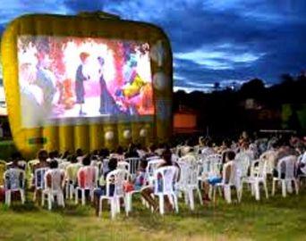 Hoje tem cinema de graça na praça