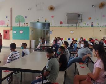 Atividade em escola discute importância da coleta seletiva
