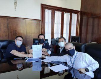 Prefeitura assina contrato para pavimentação do Terras de São José