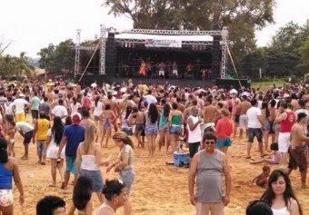 Praia do Balneário Costa Azul terá programação carnavalesca durante o dia.