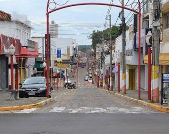 Novo decreto prevê fechamento do comércio local até 22 de abril
