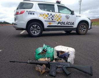 TOR apreende fuzil, munições e 500 kg de droga em Itatinga