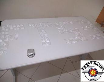 Traficante é preso com 120 papelotes de cocaína na Vila Operária