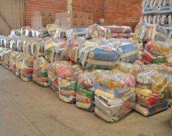 Prefeitura distribui kit alimentação a famílias de alunos em vulnerabilidade social