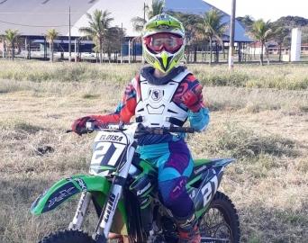 Competidora de Avaré é destaque em campeonato de motocross