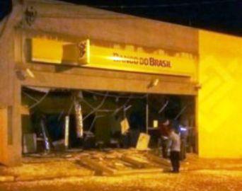 Bandidos explodem agência bancária em Arandu