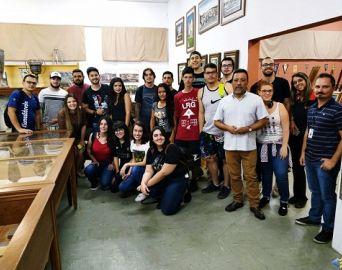 Alunos da Eduvale visitam a Exposição Propagandas de Antigamente em Avaré