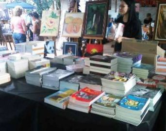 Feira do Livro prossegue até o dia 13 no Largo São João