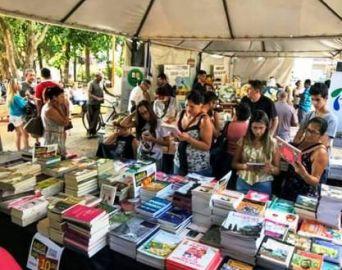 Feira do Livro termina domingo com descontos de 50% a 80%
