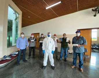 Funcionários do Cemitério Municipal recebem equipamentos de proteção