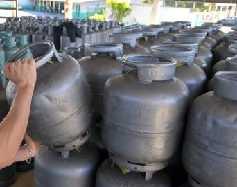 Petrobras anuncia aumento de 5% no valor de gás de cozinha