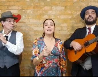 Trovadores Urbanos oferecem lindas serenatas para o Dia das Mães