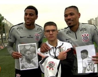 Desenhista avareense entrega sua arte aos jogadores do Corinthians