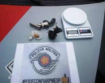Polícia Militar apreende droga e arma de fogo em Itaí