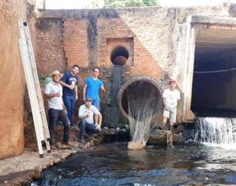 Itaí instala redes nas saídas de canos para reter o lixo