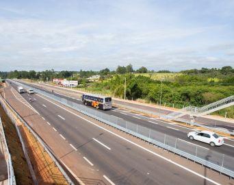 40 mil veículos devem trafegar na Rodovia João Mellão no feriado