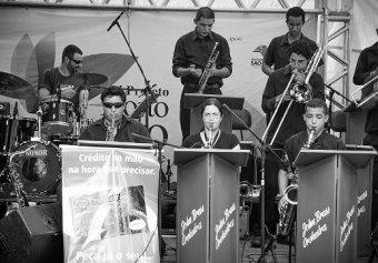 A John Brass Orquestra sobe ao palco na segunda noite da Fampop (14)