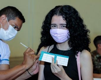 Jovens de 15 a 17 anos são vacinados contra a Covid a partir de segunda-feira, 30