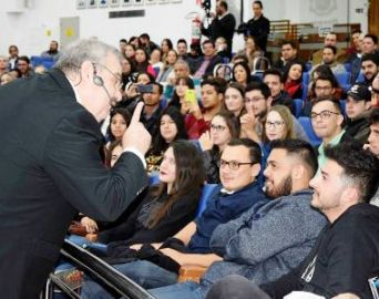 Gilberto Barros, o Leão, palestrou na Câmara de Avaré