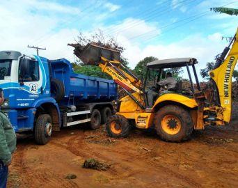 Prefeitura intensifica limpeza em bairros da cidade
