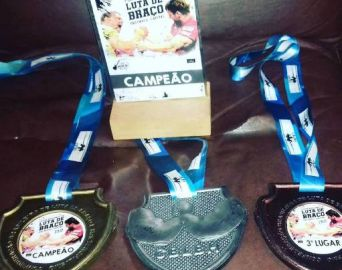 Atletas avareenses são premiados em Copa de Luta de Braço