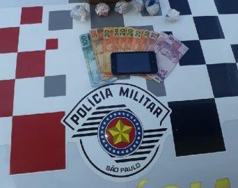 Polícia Militar prende traficante com muda de maconha