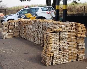 Polícia apreende quase 2 toneladas de maconha em rodovia da região
