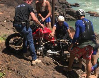 Polícia Civil retira do Rio Paranapanema motocicleta furtada de estudante