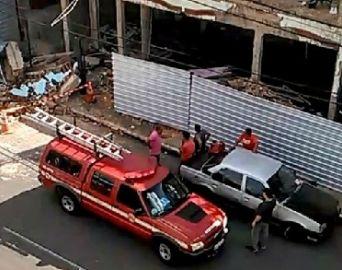 Parede de prédio em demolição desaba e mata idosa