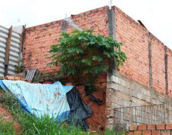 Aberta licitação para reparar muros no Bairro do Camargo
