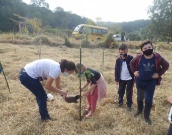 Projeto leva estudantes para conhecer a Nascente Modelo do município