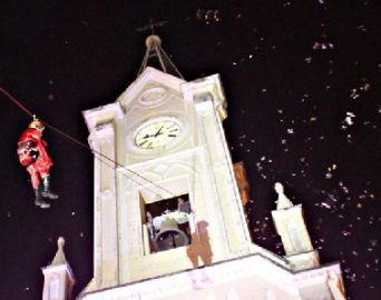 Papai Noel fará descida de tirolesa da torre do Santuário