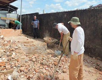 Reeducandos de Avaré fazem serviço de manutenção em órgãos públicos