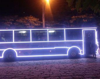 Ônibus em Avaré recebe iluminação especial de Natal