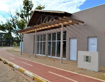 Prefeitura conclui revitalização da orla do Balneário Costa Azul